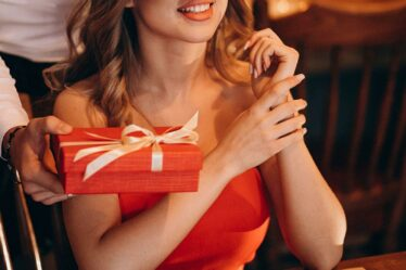 An Ultimate Guide to the Best Valentine Gift for Girlfriend
